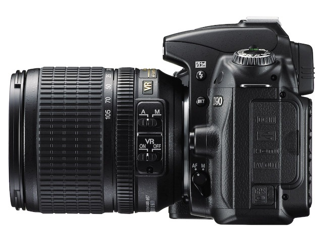 Nikon D90 DSLR with 18-105mm VR Lens Kit